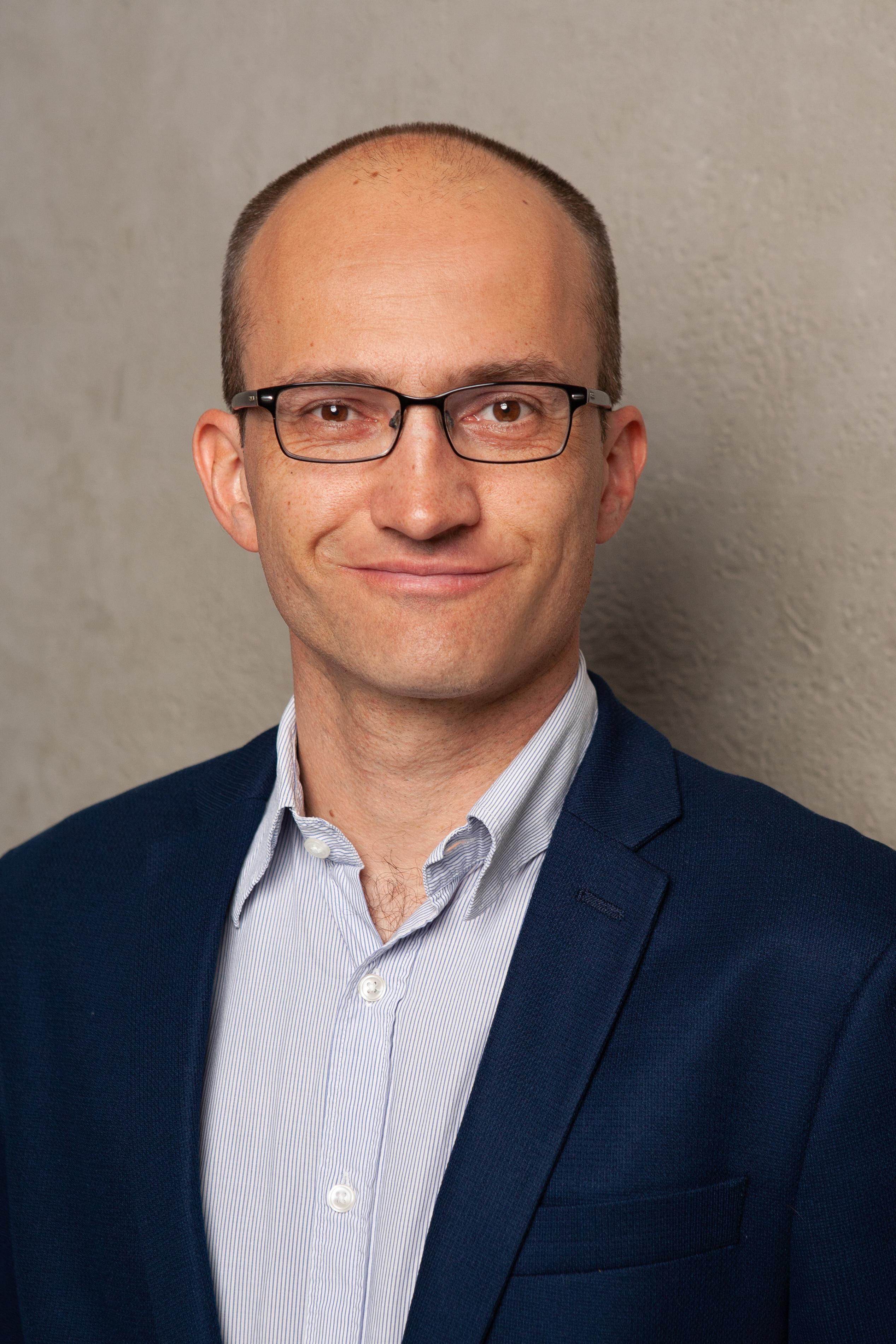 Dr. Stefan Hansen